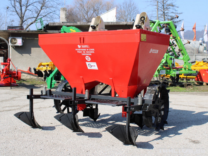 Машини за зеленчуци Картофо-сеялка AKPIL Planter 3H 2 - Трактор БГ